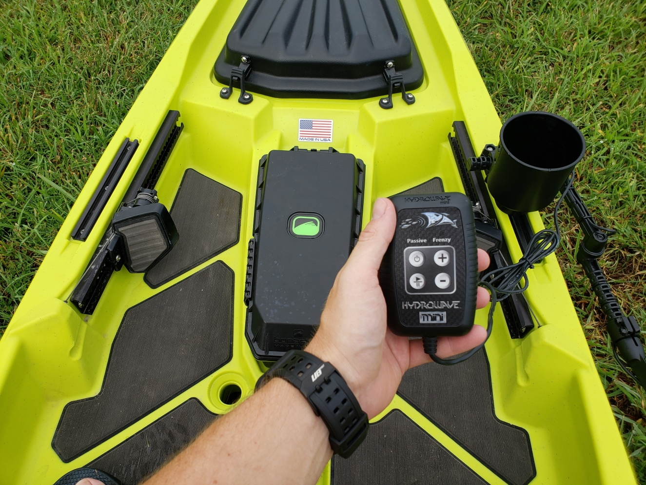 How to attach a hydrowave to a kayak
