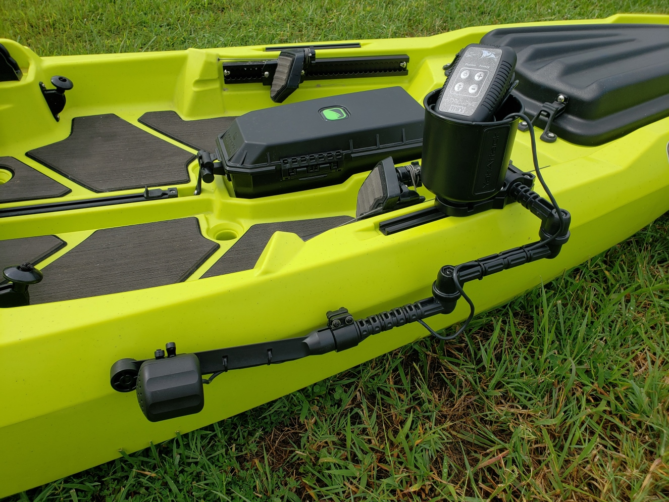 How to mount a hydro wave mini to a kayak